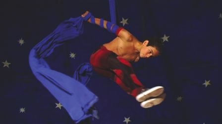 Circo: An aerialist son does acrobatics and an adorable niece painfully learns body contortion.