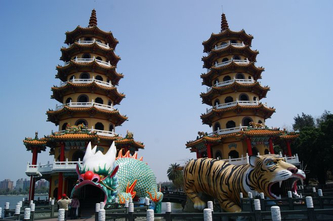 Dragon and Tiger Pagodas, Lotus Pond