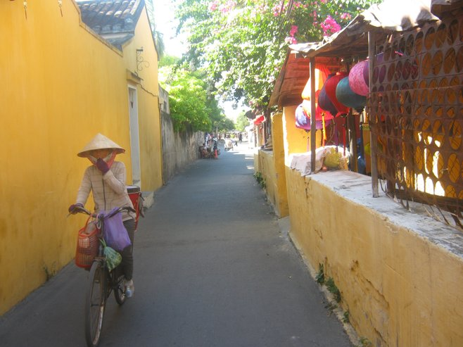an old city walkway, Hoi An