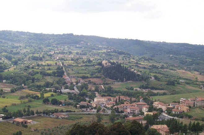 Italy's Apennines and the Tuscan countryside