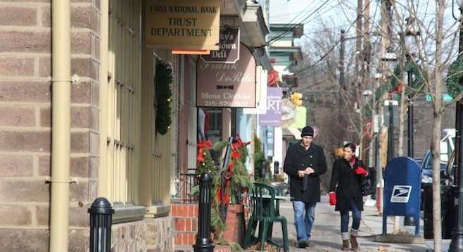 Holiday stroll through charming Newtown