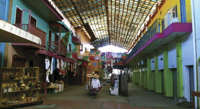 Today, out of the 35 shops at Pasaje Gomez, all but two are rented as artists' spaces, bookstores, cafés, clothing stores, and even a music school.