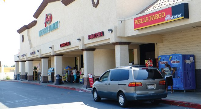 This Vista Wells Fargo branch is at the center of a lawsuit alleging deceptive contract practices.
