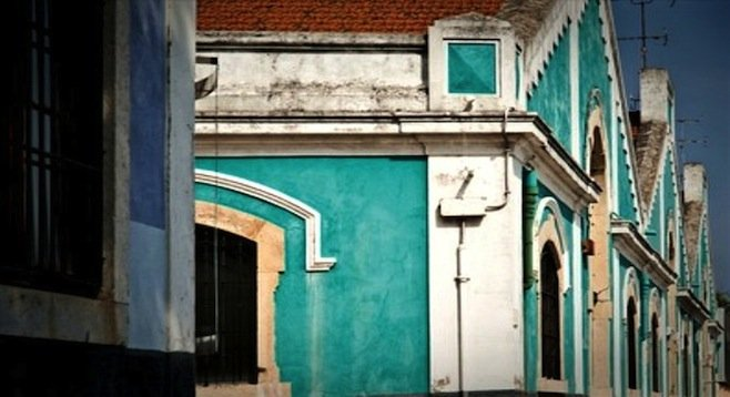 Row of turquoise-colored houses in the Belém neighborhood.