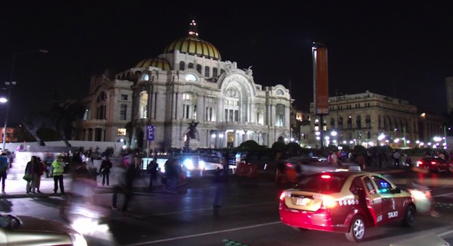 El D.F.'s Palacio de Bellas Artes at night.