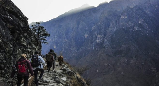 Hikers on the awe-inspiring Leaping Tiger Gorge trail.