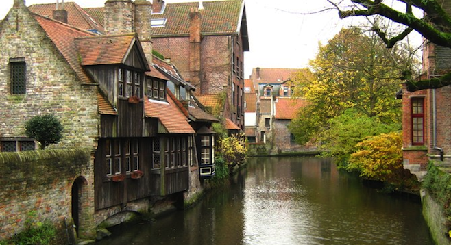 Medieval houses on the canal, from Bonifacius Bridge.