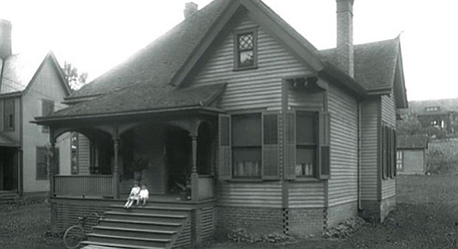 Knoxville middle class house. Picture taken in June of 1915.