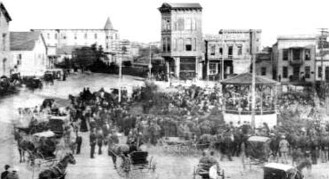 Horton Plaza, c. 1885. The fountain was replaced again in 1887, a more imposing model that was equipped with a nickel-plated cup.