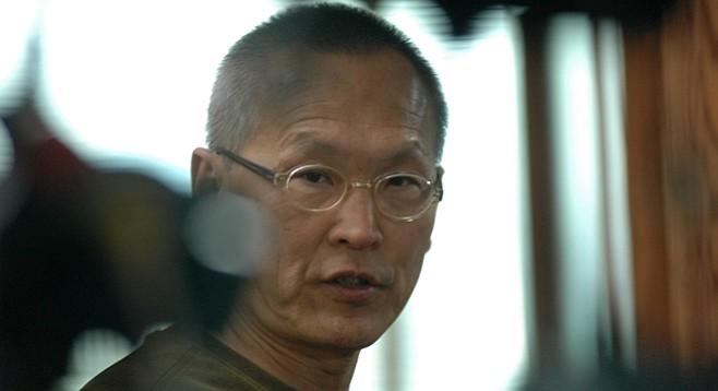 Wayne Wang on the set of A Thousand Years of Good Prayers
