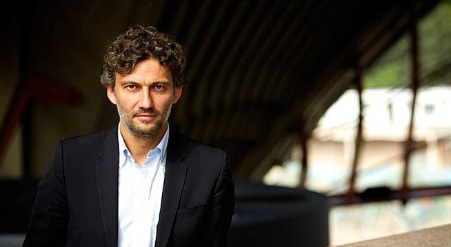 Big voices, such as Jonas Kaufmann's, doing small-voice arias sound kind of grotesque.