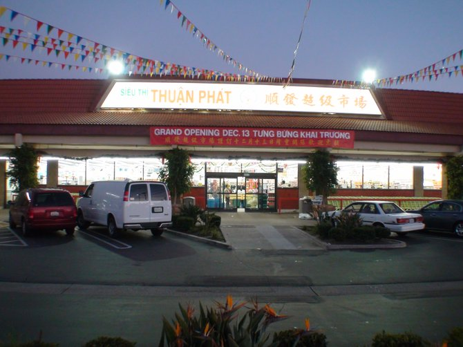 Thuan Phat Market Grand Opening in Linda Vista