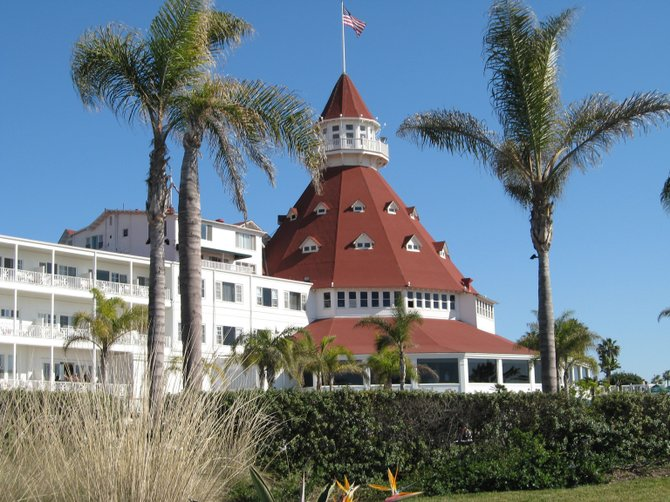 Didn't realize how the Hotel del Coronado turret was framed by the palm trees until I downloaded the photo off my camera.