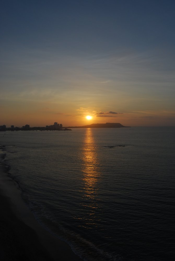 An Ecuadorian sunset, as captured from the far end of the Salinas coastline.