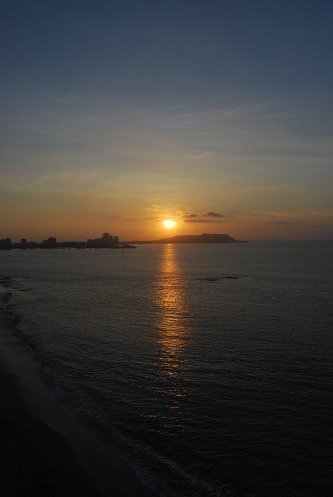 An Ecuadorian sunset, as captured from the far end of the Salinas coastline.
