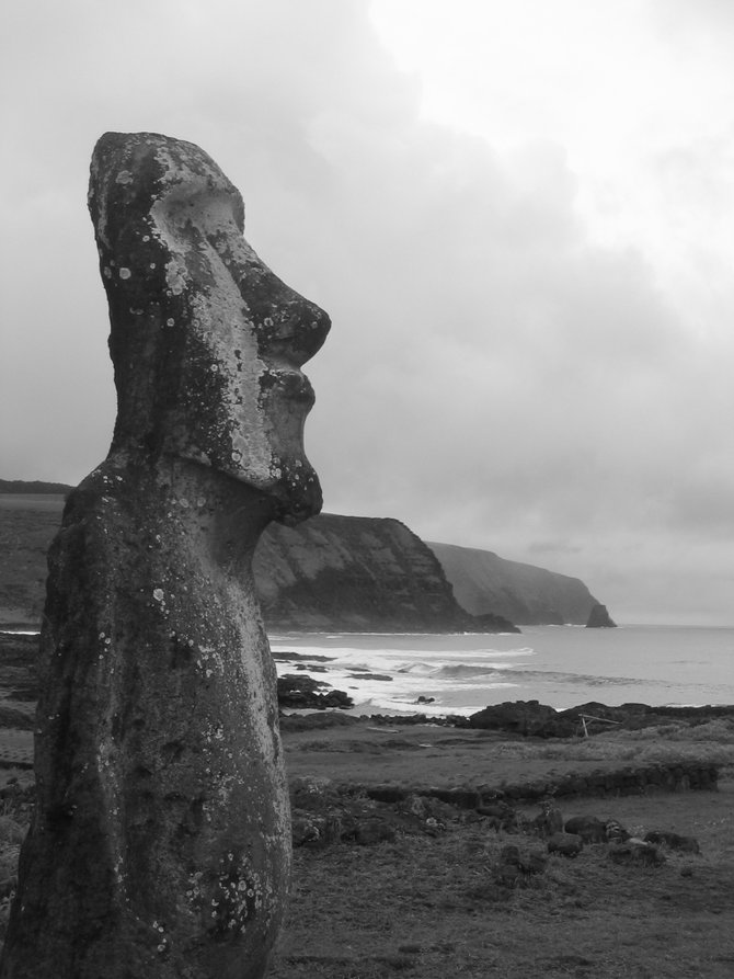 Lone Moai, near Rano Raraku - on Peninsula Poike (Easter Island)