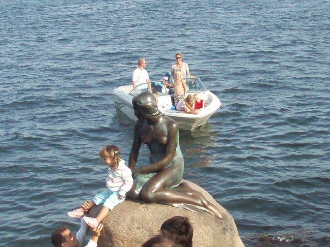 The Little Mermaid meets a new friend in Copenhagen harbor.