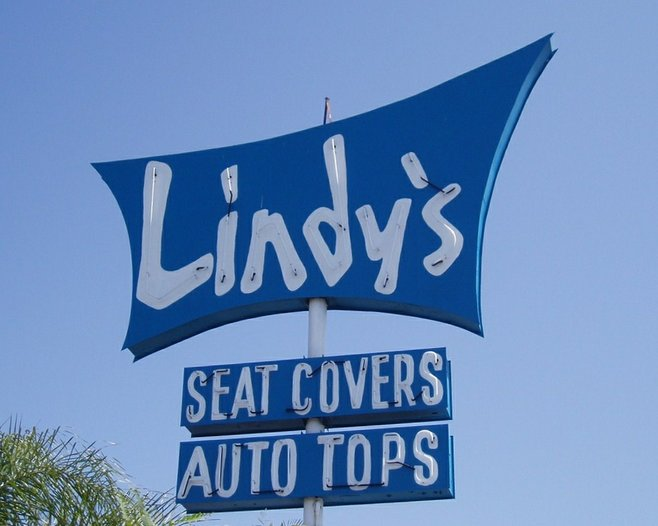 La Mesa The Neon Sign For Lindy S Auto Upholstery Located At 7267