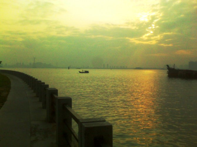 Xiamen, China is a large modernizing island just off of mainland China connected by a bridge and a short boat ride to Taiwan.  Gulf Park is an area of the island where there are many modern clubs and western style restaurants just off of the water where I saw this beautiful view!  Even though Xiamen is modernizing it also has lots of it's traditions and customs evident as in this old fishing boat style.
