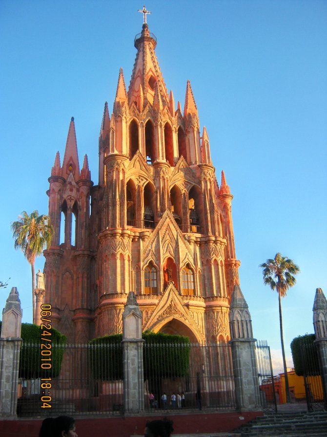 The La Parroquia Church rises above the jardin in the charming hillside town of San Miguel de Allende.