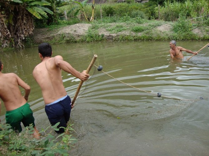 A picture of how farmers fish in Brazil.