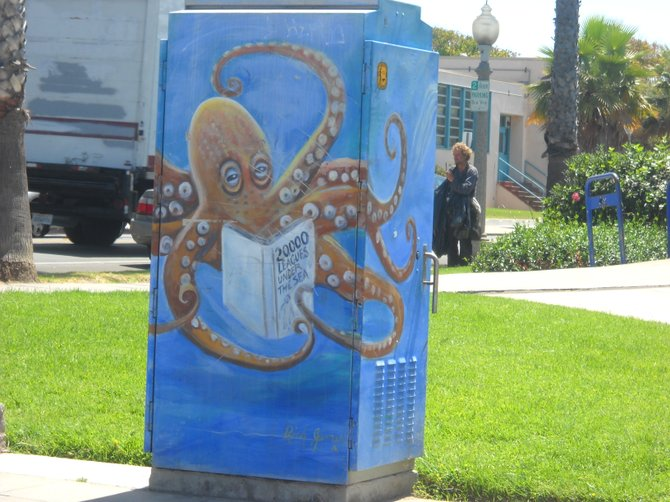 Literate octopus utility box art in front of Ocean Beach library.