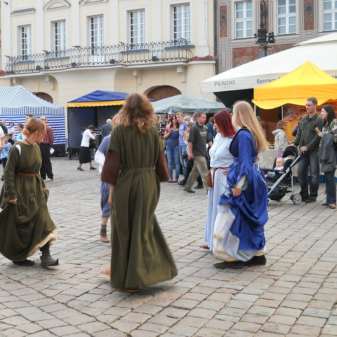 Merrymaking (medieval and Renaissance dances in Poznan)
