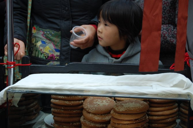 A local girl in a Hangzhou marketplace