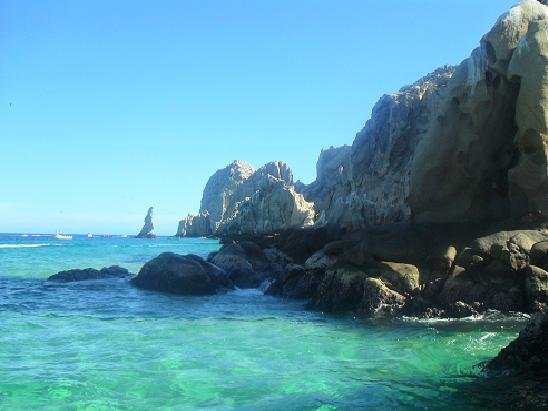 The famous arches of Cabo.