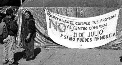 Banner on shelter in Benito Juárez Park notes the mayor's broken promise