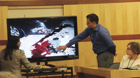 Vinicio Jimenez identifies possessions of his wife's in a photo during Sudac's trial.