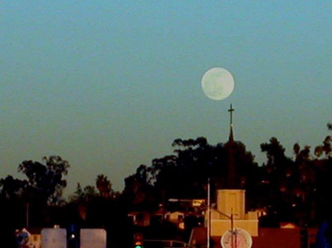 Full moon, La Mesa Boulevard, 2004