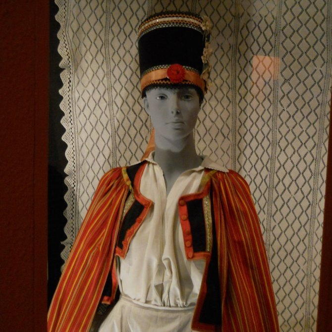Museum of Ethnography in Poznan (Kurpie festive dress from the Green Primeval Forest in Ostroleka County at the beginning of the 20th century)