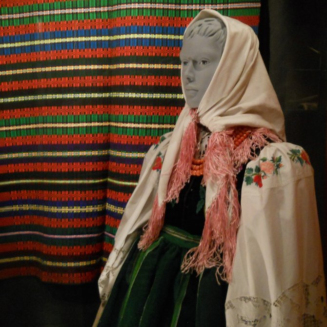Museum of Ethnography in Poznan (Lowicz festive dress in a