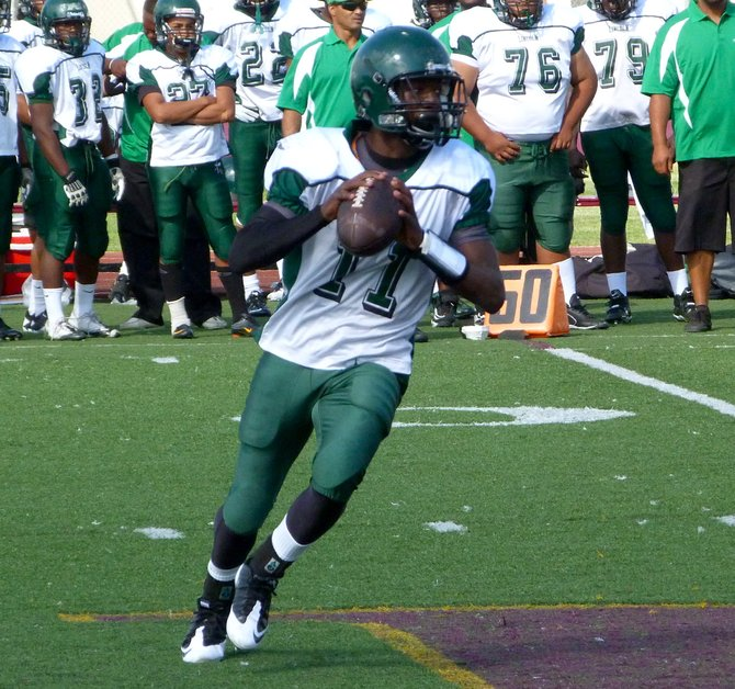 Lincoln quarterback Tajon Mondy