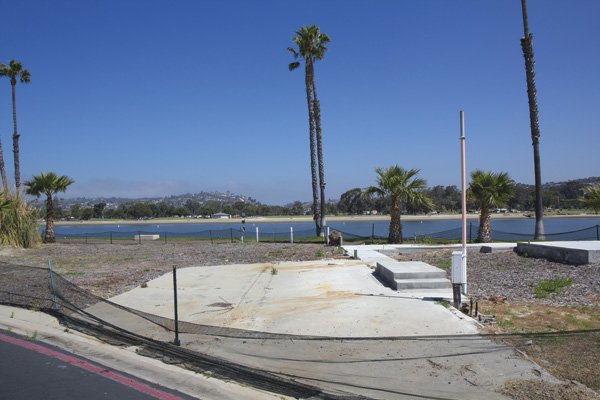 More and more empty lots appear in De Anza Cove 