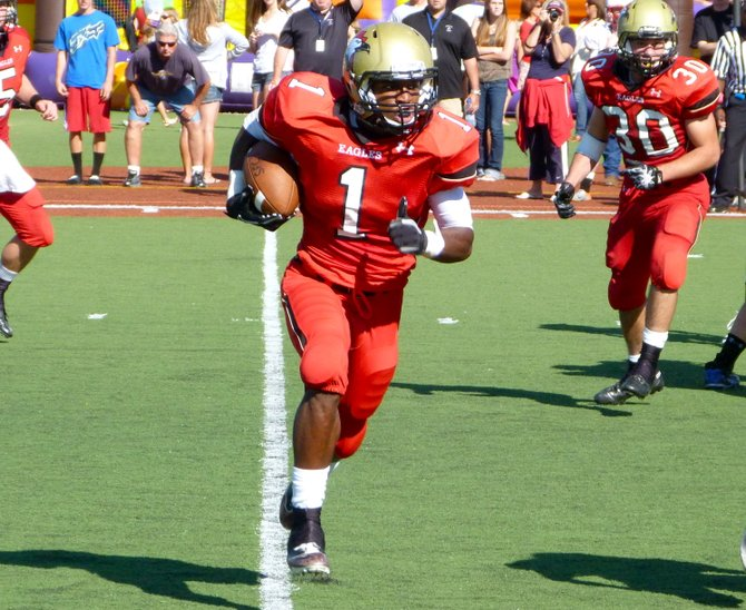Santa Fe Christian running back Jarrod Watson-Lewis runs the ball outside