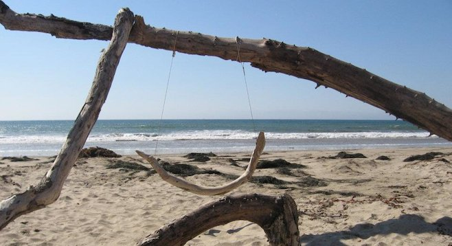 Driftwood swing, Jalama Beach