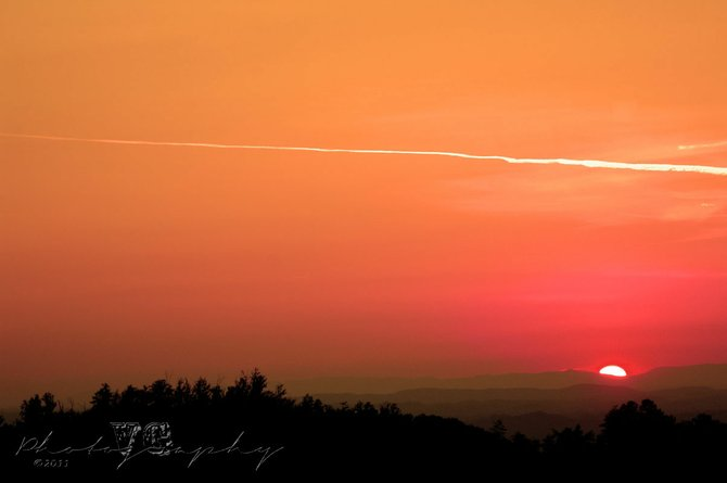 A summer sunset across the mountains, in Sevierville, Tenn., on June 13, 2011. (Photography by Vicente Guerrero) Copyright:© Vicente Guerrero