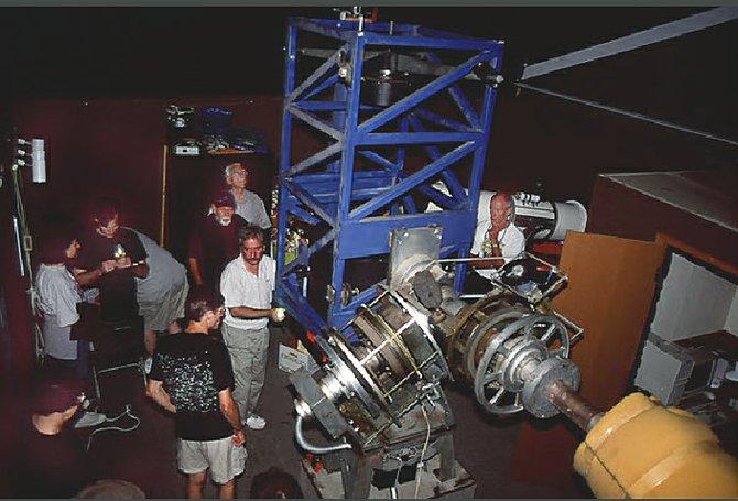 Sina Sadjadi instructing students at the Tierra Astronomical Institute at Tierra Del Sol.