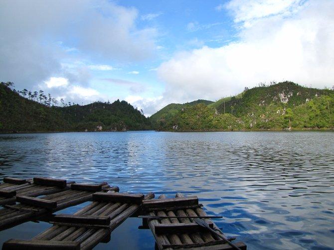 """A cloudy day in """"Lagos de Montebello"""" Chiapas, México."""