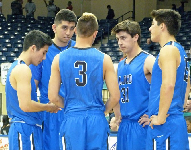 La Jolla Country Day players huddle up on the court in the moments before tipoff