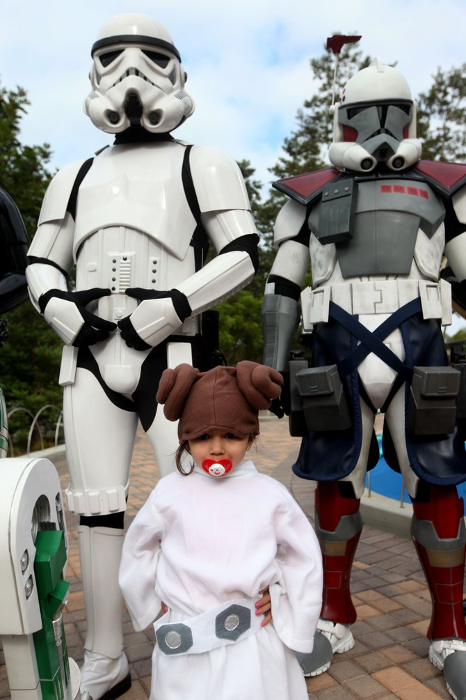 Princess Leia fan takes picture with 501st Rebel Legion during Star Wars Days at LEGOLAND.