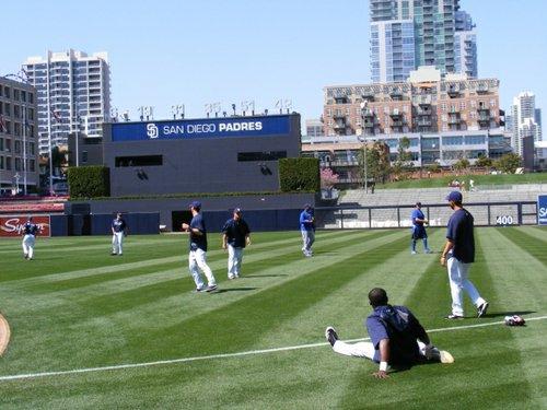 Image: Padres warming up pregame.