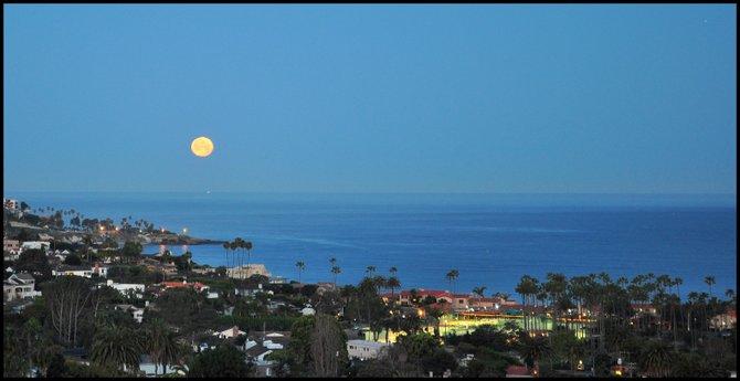 Full moon setting over La Jolla Cove, La Jolla, CA