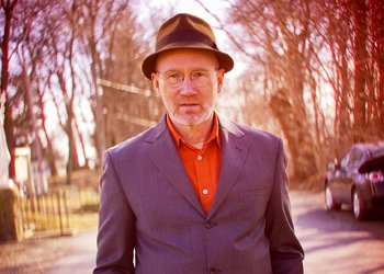 AMSDConcerts stages singer/songsmith Marshall Crenshaw on Thursday.
