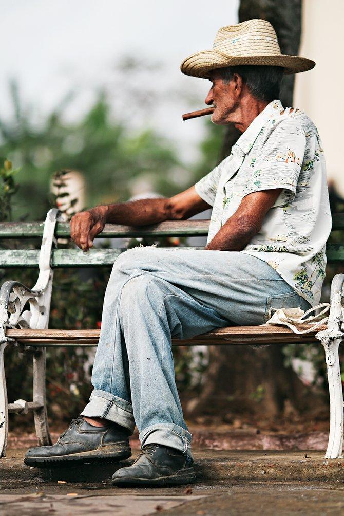Viñales Cuba: Man Smoking a Cigar