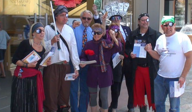 Protesters/supporters outside Carlsbad's Apple Store, May 26