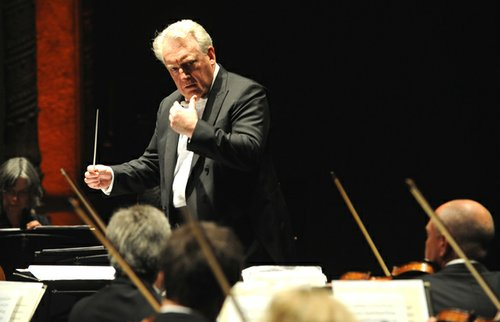 Conductor David Atherton. (Photo by Ken Jacques.)