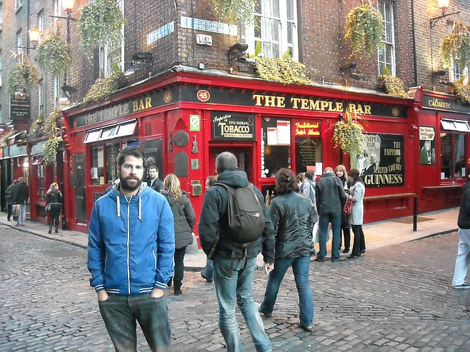 token photo in front of the Temple Bar